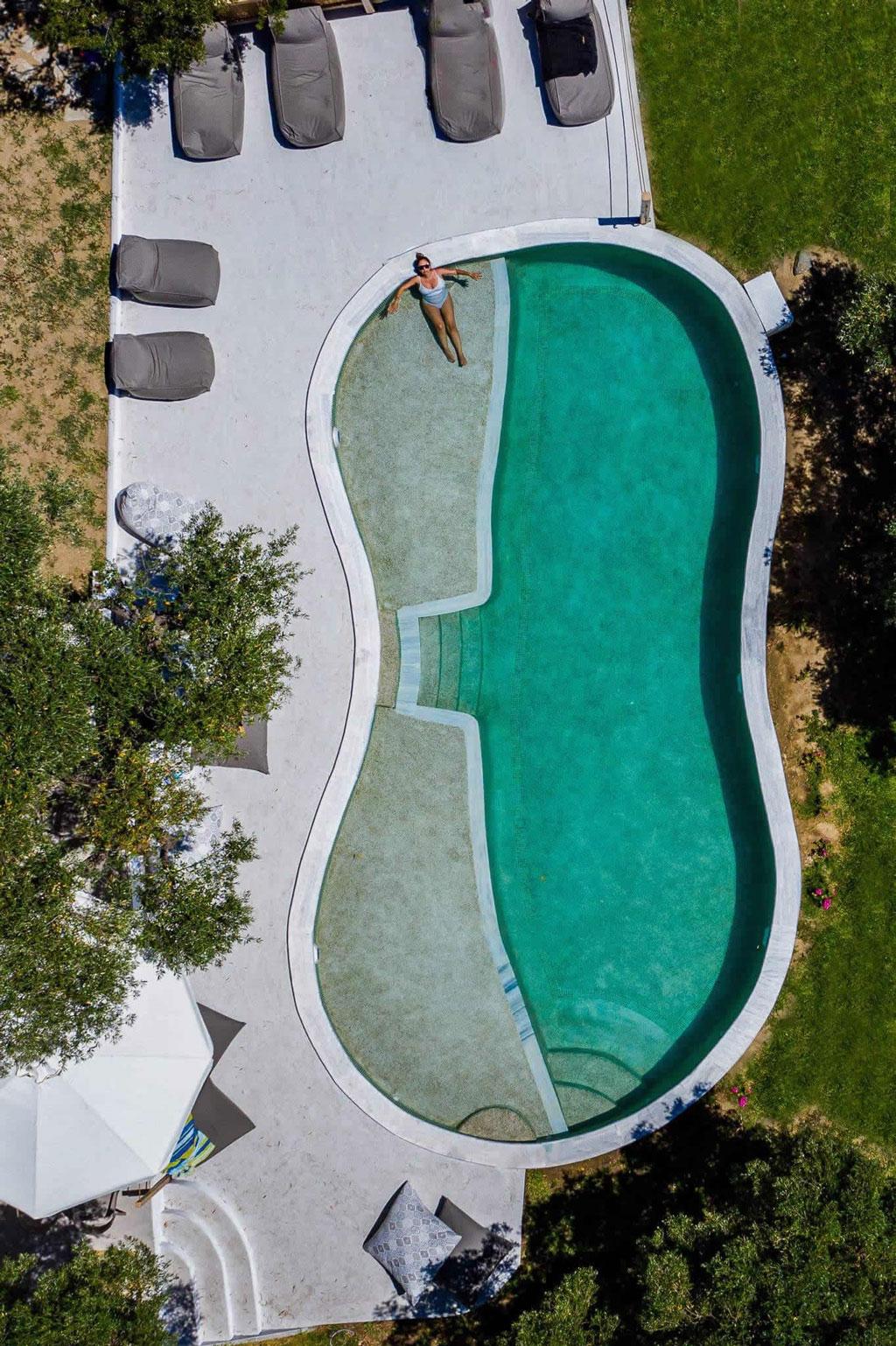 Πισίνα στο Καλαμίτσι στα διαμερίσματα Εννέα Μούσες