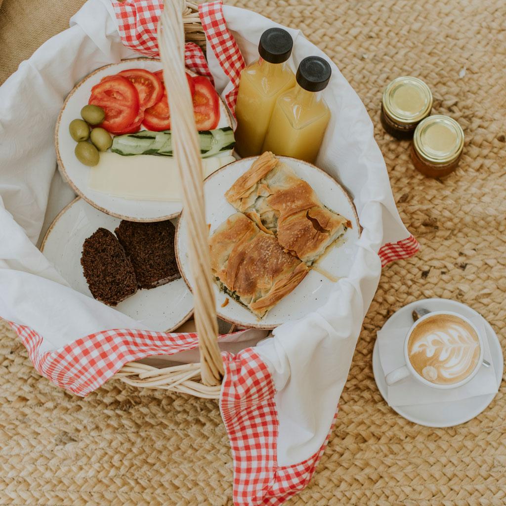 Πρωινό στο Καλαμίτσι στις Εννέα Μούσες Στούντιος και Διαμερίσματα